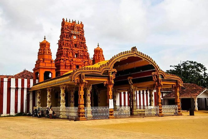 This full day excursion lets you explore the northern most part of Sri Lanka covering the attractions in and around Kankasanthurai, Valvettithurai and Point Pedro.