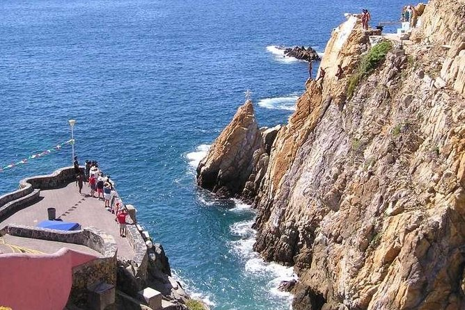 "Safe Very Small Group Tour<br><br>6HRS. TOUR. A tour that will show you every important attraction of Acapulco. Admire the famous Divers of La Quebrada; the new and the old Acapulco, one of the most beautiful bays in the world and the Acapulco Diamante Sector, and the very pricey residential area of Las Brisas. The tour will stop for shopping, view points in north, east and west parts of the city.<br><br>4HRS. TOUR. Shorter and more economical version where you ONLY visit Chapel of Peace, Main Avenue, Mural of Diego Rivera and High Cliff Divers<br><br>With or Without Lunch, you decide.<br><br>Free High Speed Internet at the Restaurant.<br><br>A guide can ""make"" or ""brake"" your tour, we are here to serve and we love it..."