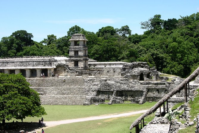 Visit on your own the archaeological site of Palenque, one of the most important ceremonial centers of the Maya culture during the Classic period, inscribed on the World Heritage list by UNESCO.