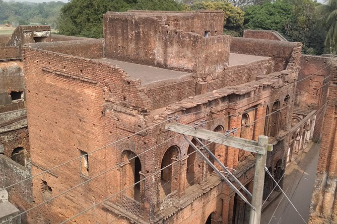In this trip we will explore the remaining of Bangladesh old capital(Sonargaon), the Folk Arts & Crafts Museum, abandoned city Panam, a sixteenth century's tiny mosque and life at small village on the bank of Meghna River.