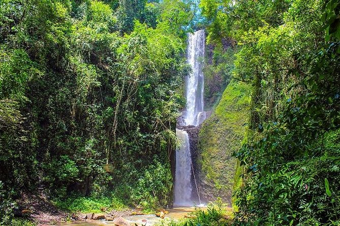 At EcoParque Cassorova nature speaks louder, with the lush beauty of its two beautiful waterfalls <br><br>Cassorova Waterfall elected one of the 8 most beautiful in Brazil and Quatis with its enormous natural beauty.