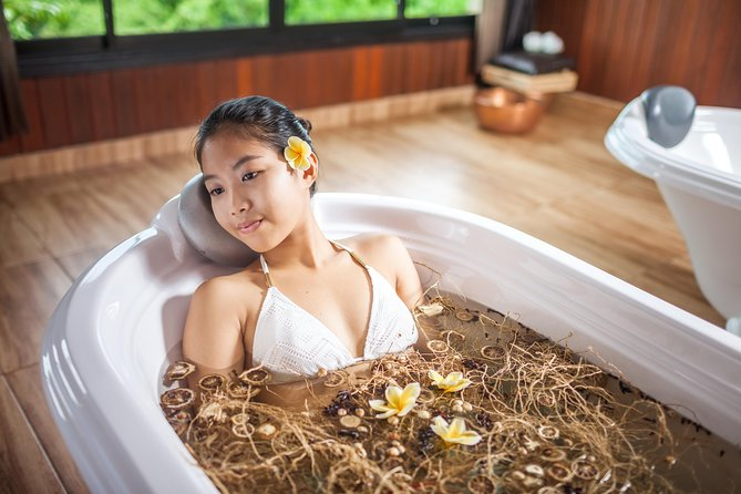 270 minutes - TROPICAL AFTERNOON TEA TREATMENT<br><br>60 minutes Balinese Massage<br><br>30 minutes Hot Stone Massage<br><br>30 minutes Body Scrub or ShiroDhara<br><br>30 minutes Meal Time<br><br>60 minutes Aromatherapy Facial or Creambath<br><br>30 Afternoon Tea<br><br>Choices of Bath (Flower, Wine or Detox Dry Herb Bath)