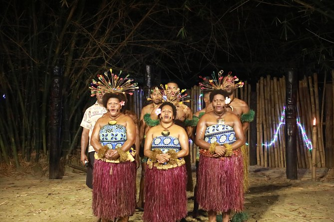 Walk around the Fiji Culture village with traditional kava ceremony, spectacular meke show, fire dance and lovo buffet dinner.<br>