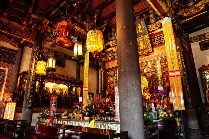 Withlocals Highlights & Hidden Gems: Covid-19 Regulated Private Tour in Taipei, Taipei, TAIWAN