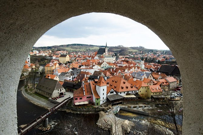 Scenic transfer from Passau to Prague with 2-hours guided tour of Cesky Krumlov, Praga, REPUBLICA CHECA