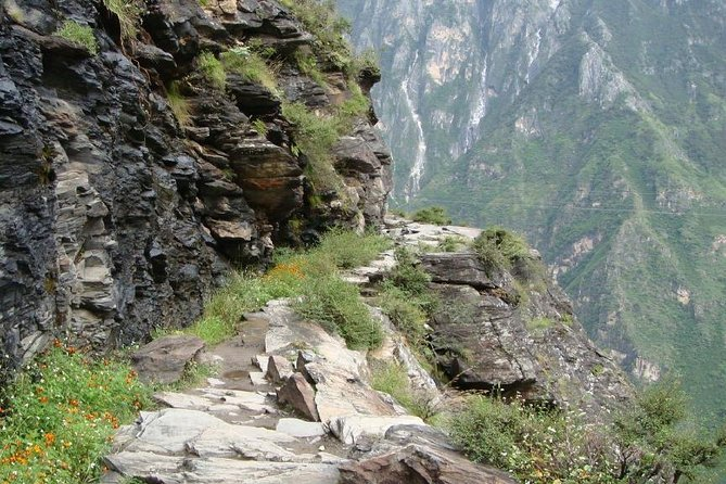 2-Day Tiger Leaping Gorge Private Trekking Tour from Lijiang, Lijiang, CHINA