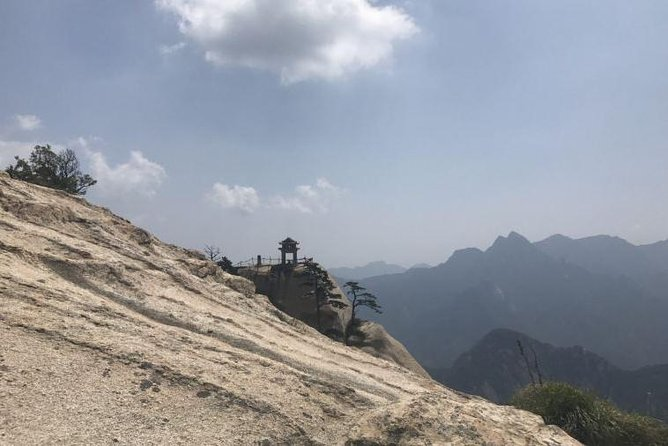 Private Customizable Day Tour of Mountain Huashan with Entrance Cable Shuttle Fee, Sian, CHINA