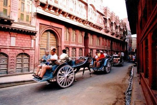 Located in the Thar Desert of Rajasthan, the walled city of Bikaner was the capital of the princely State of Bikaner. A wealthy merchant class built lavish havelis (mansions) with elaborately designed ornamental facades. Today over 400 of these mansions can be seen in Bikaner. Take a tour of the old city of Bikaner in a tonga (horse-drawn carriage) and see some of these heritage mansions. Also visit a 15th century Jain temple.<br><br>Highlights:<br>• Ride on a horse drawn carriage<br>• Beautiful facades of the Havelis of Bikaner<br>• Visit to Rampuria Haveli<br>• Visit to a 15th century Jain Temple<br>