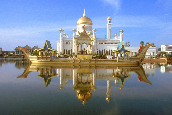 Explore Brunei's top sights on a half-day tour of Bandar Seri Begawan, and visit royal landmarks, religious architecture, and treasures belonging to the Sultan of Brunei. Your itinerary includes the Sultan Omar Ali Saifuddin Mosque, the Royal Regalia Museum, and the Sultan's official residence, the grandiose Istana Nurul Iman