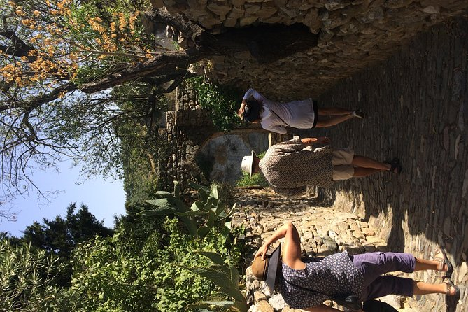 Day tour to Lastours, Wine tasting, Minerves The Canal du Midi From Carcassonne, Carcasona, FRANCIA