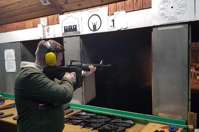 Krakow: Extreme Shooting Range with Hotel Pick-Up, Cracovia, Poland
