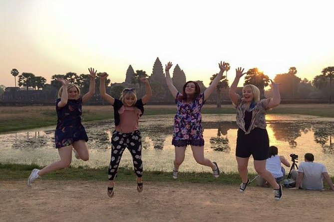 Visit beautiful sunrise view at the world's biggest sacred temple of Angkor Wat <br><br>Continue visit jungle-enveloped Angkor Thom city Ta Prum and Bayon Temple <br><br>Fun and safe with unique day tour of small group tour <br><br>Get experience with new people you will not lonely of this history tour <br><br>