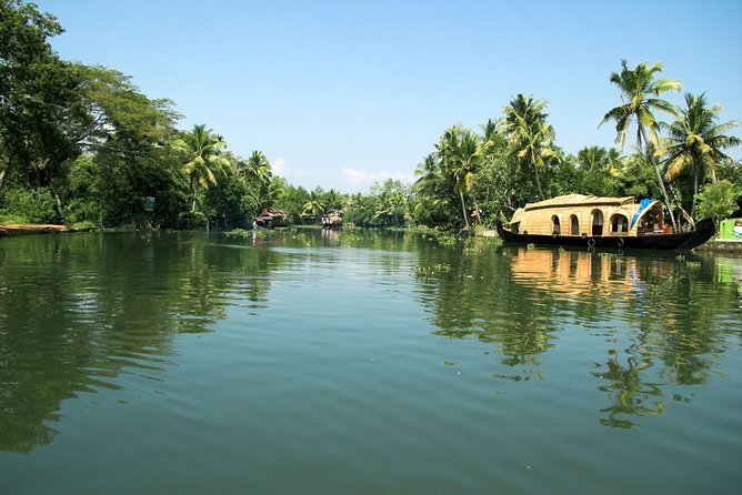 This group tour is specially designed for cruise travelers who dock at Cochin Cruise Port.The itinerary is designed in such a way that it meets your ships arrival and departure time so that you have a worry-free Shore Excursion and we will ensure your timely return to the Cochin port for this activity. Depending on your date of travel, you tour will follow one of the 3 itineraries below.<br><br>Itinerary A : Backwaters by Houseboat & Fishing Nets : Combo Tour Includes Backwater Cruise on Houseboat with Lunch on board and Fort cochin Chinese Nets Sightseeing<br><br>Itinerary B : Backwaters by Houseboat : Tour Includes Backwater Cruise on Houseboat with Lunch on board (Morning Cruise) or Evening Tea/Coffee/Snacks (Afternoon Cruise)<br><br> Itinerary C : Glimpse of Cochin :Sightseeing Tour of Fort Cochin Chinese Nets ,Santa Cruz Basilica ,St Francis Church ,Dutch Palace ,Jew Town ,Jewish Paradesi Synagogue