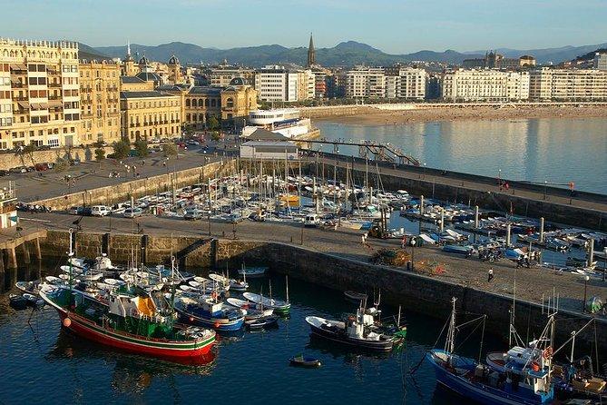 Recorrido a pie por San Sebastián con un pintxo y una bebida, San Sebastian, ESPAÑA