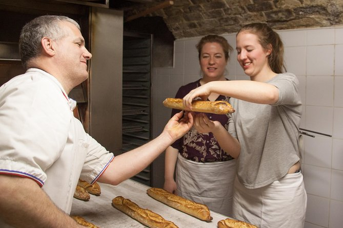 French Baking Class: Baguettes and Croissants in a Parisian Bakery, Paris, França