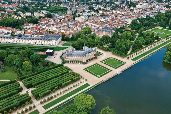 Discover Paris and its castles from the sky, Paris, FRANCIA