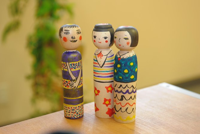 【OUTLINE】<br><br>This plan enables you to enjoy the history, sightseeing and cuisine of Kuroishi City in Aomori Prefecture as a whole. What you can experience are; painting Kokeshi doll, a traditional industry in Kuroishi City, visiting Nakano Shrine located in the middle of Nakao Momiji Mountain, and for lunch eating the locals' favorite food, 'Kuroishi Tsuyu Yakisoba' that once took the 7th place in B-1 Gourmet competition. Here is the only place where you can experience traditional folk culture unique to Kuroishi!<br><br>【HIGHLIGHTS】 <br><br>Painting your one and only Kokeshi at the birthplace of Tsugaru type Kokeshi dolls<br><br>The locals' favorite 'Tsuyu Yakisoba,' fried noodles in a soup for lunch <br><br>Walk to Nakano Momiji Mountain and visit Nakano Shrine famous for its beautiful autumn leaves <br><br>Easy transportation by taxi