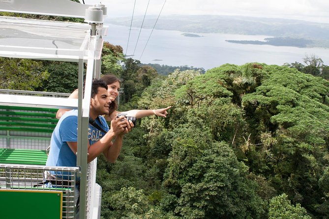 The complete combination of the cable car with the zip line circuit makes this tour one of the best options to practice the maximum adventure of flying from mountain to mountain over the canopy of the cloud forest without hikes between platforms.