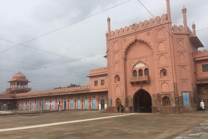 """The city of nawabs has always attracted tourist. Capital of Madhya Pradesh, Bhopal is<br><br>not without reason called """"The City of Lakes"""". The beauty of the Nawabi city is vested<br><br>in innumerable places of interest."""