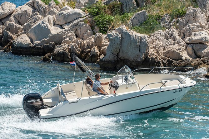 Visiting Croatia during summer makes a private boat trip a must do. <br><br>Choose from wide range of speedboats and enjoy customized boat tour with your captain. <br><br>We can offer 3 types of boat:<br><br>Budget: small boat for up to 4 persons<br><br>Comfort: medium sized boat for up to 7 persons<br><br>Premium: large speedboat for up to 11 Persons