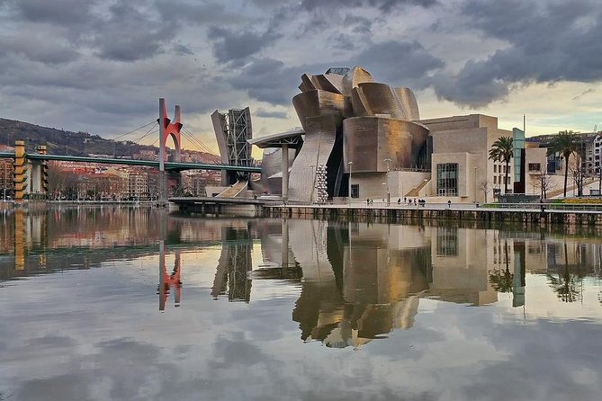 Enjoy this completely personalized 2-hour private tour of Bilbao's Guggenheim Museum and enjoy their most important works of art. Take this opportunity to get to know Bilbao in this experience with your own private official tour guide.<br><br>Meet in front of the Guggenheim Museum in late morning and start this private tour to get to know the Guggenheim. You are able to personalize each tour. Here is an example of some of the most important sights to give you an idea, but your tour will be completely personalized to fit your exact needs.<br><br>You will be able to enjoy the Guggenheims collection and get to know everything about their artwork with your private official tour guide.<br><br>Your private official tour guide is at your disposition during the whole tour to enjoy both the museum to the fullest and to get to know the most out of your experience in Bilbao.