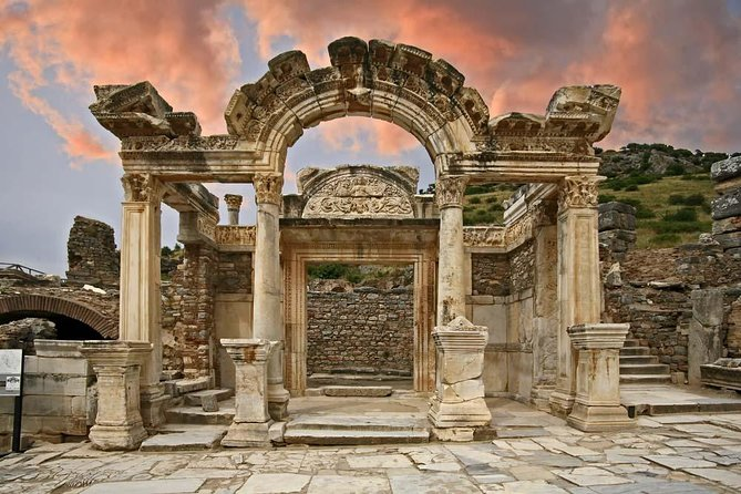 Transit Daily Ephesus Tour from Izmir Airport on the way to Hotel in Kusadasi, Izmir, TURQUIA