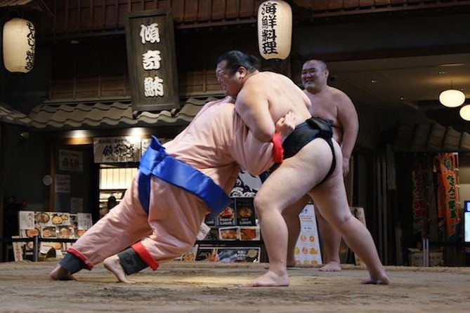Wrestle with a Sumo Wrestler on Real Sumo Ring in Ryogoku, Tokyo, JAPON