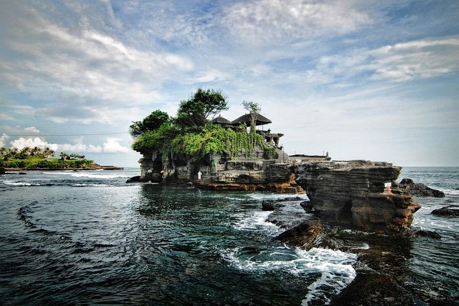 Tanah Lot, Uluwatu are a whole package to visit Bali's most famous temples. First of all, Tanah Lot tour takes you to see the magnificent sea temple. After that, you'll visit another great temple in Uluwatu tour. To sum up, these Bali day tours present the vivid beauty of nature which can take your breath away! Tanah Lot is a beautiful sea temple that lies on the rock by sea. Besides Tanah Lot, Uluwatu is also a magnificent temple in Bali. Also, it is famous for its Kecak Dance (own expenses) with sunset vista as the background. End up the tour with Discovery Shopping Mall<br><br>Highlight:<br>• Tanah Lot Temple is a Hindu`s temple on the rock in the middle of sea. <br>• The Uluwatu temple, which is located on the southwestern tip of the island of Bali on a steep and high rock platform and juts into the sea, is a Sad Kayangan Temple that is believed by Hindus to support 9 winds. <br>• Stop by at Discovery Shopping Mall for shopping<br>