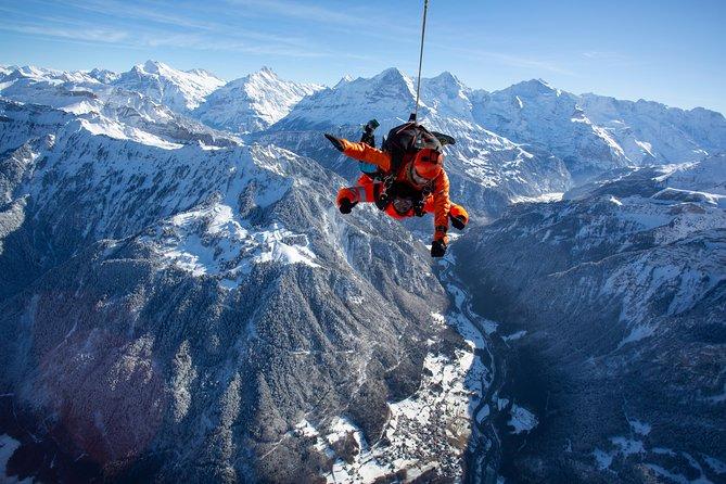Paracaidismo desde helicóptero en Interlaken, Interlaken, SUIZA