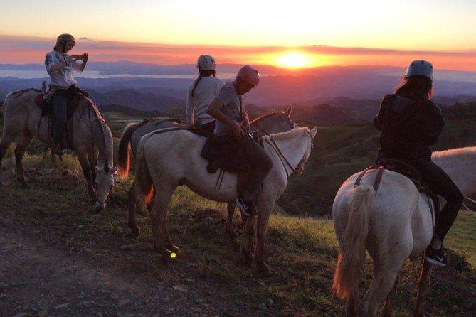 Paseo a caballo en Equus Monteverde, ,