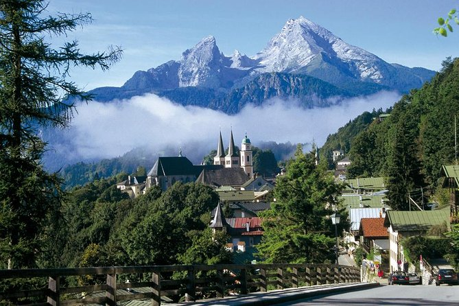 This afternoon tour from Salzburg takes you high into the picturesque Bavarian Alps passing by the Obersalzberg. Enjoy magnificent views across the snowcapped mountain peaks and historic sights on your way to the German border catching a glimpse of the former mountain residence of Hitler, Eagle's Nest.