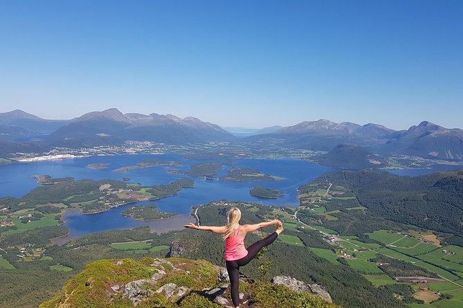 Epic Hike to Jendemsfjellet, Alesund, NORUEGA