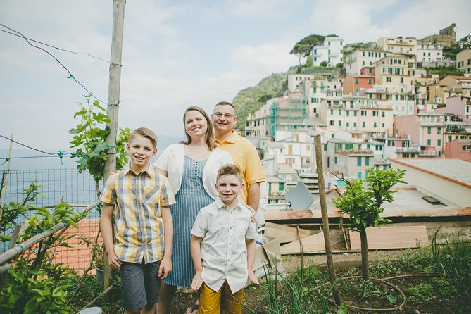 120 Minute Private Vacation Photography Session with Photographer in Cinque Terre, La Spezia, Itália