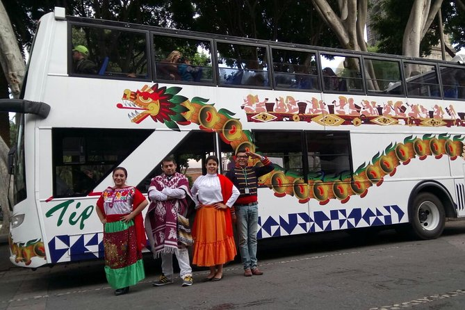 60-minutes panoramic tour on board of a double-decker bus with retractile ceiling and live comment of a professional guide. You will be passing by the Zocalo, Cathedral, Los Sapos Alley, Analco neighborhood, Convention Center, Loreto and Guadalupe forts where we stop to take beautiful landscape pictures of Puebla. We continue to the Parian flea market, Artist neighborhood, Candy Street and Revolution museum. At the end of this tour, you will take a big picture of Puebla.