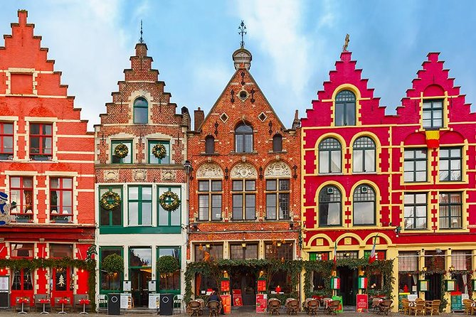 Join our city trip to Bruges and discover one of the finest destinations in Europe!This day tour from Brussels to the city takes you through the ancient city centre to all the places that make Bruges famous, as well as the hidden gems that make it dear to its locals. This tour lasts approximately 7 hours.