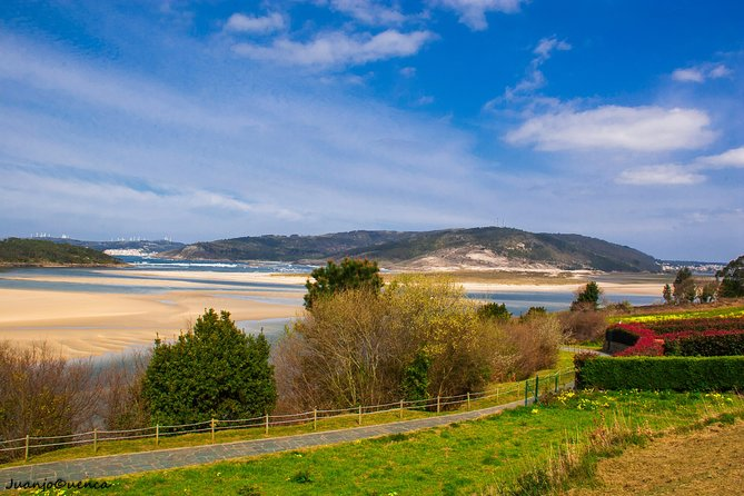COSTA DA MORTE<br><br>A comprehensive full-day private tour of the Death Coast, Galicia in a 4x4, taking in emblematic areas such as The Beach of Crystals, Traba, Camelle, Cabo Vilán, Camariñas, Muxía, Finisterre and more.<br>Juanjo leads this tour and can be adapted to your specific needs<br><br>Tours are led by a very knowledgeable and professional local English-speaking guide and there are lots of opportunities to take photos and enjoy the wild nature and excellent gastronomy offered by the region. <br><br>Tours can also be customised to suit specific requirements.