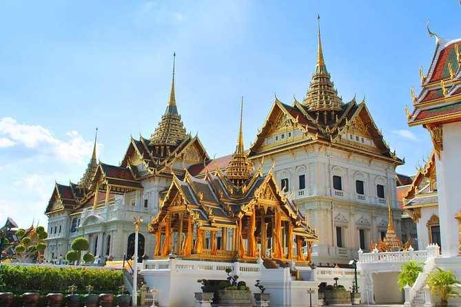 This 6 hour tour is the perfect way to see Bangkok. We go to all the major sites in Bangkok including Wat Pho, The Grand Palace, The Golden Buddha Temple and Chinatown. This tour is included lunch and hotel pick up and drop off.