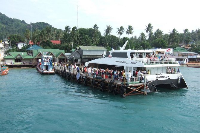 Koh Tao to Nakhon Si Thammarat Town by Lomprayah Catamaran and Shared Minivan, Ko Tao, Thailand