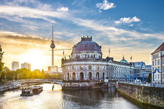 Berlin Luxury Gourmet Shore Excursion from Warnemünde and Rostock Port, Berlim, Alemanha