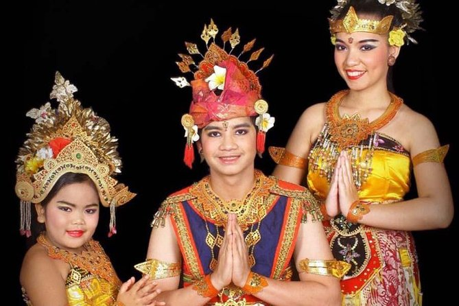 Do you love Bali and all its exotic charms? While you are in this lovely tropical island, get the chance to try out Balinese traditional costumes and snap some attractive pictures. Bali Traditional Photo Shot helps you take bunches of unique photos; in traditional clothes, makeup and hairstyles, and with Balinese-styled backdrops. Have this absolute photo album as a memento of your unforgettable moment in Bali.