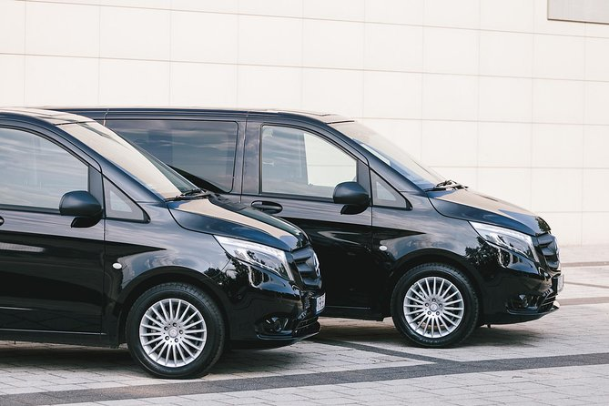 Use a door to door transfer, a comfortable and hassle free service that will allow you to enjoy your journey. Your driver will be waiting for you in your hotel Lobby at Tarragona.