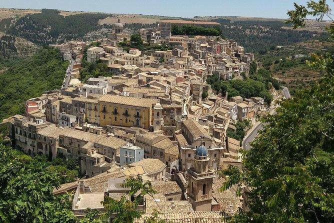 Visit the amazing valley of Noto, cradle of the late Sicilian baroque style and UNESCO world heritage.<br><br>Travel to the Suth East of SIcily and stop at Noto, Modica and Ragusa.<br><br>Visit the oldest chocolate factory of Sicily and have a free tasting.<br>