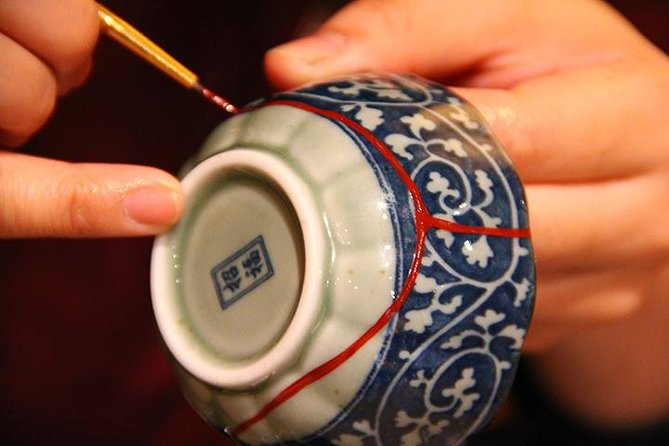 Enjoy the art of recreating broken pottery into your one and only masterpiece. Take home with you the story you made in Japan.