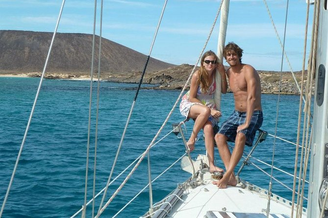 Planning a romantic evening for someone special? A private sailing boat just for you! The perfect plan to organise a romantic surprise, birthday, anniversary or another unforgettable day in Fuerteventura.