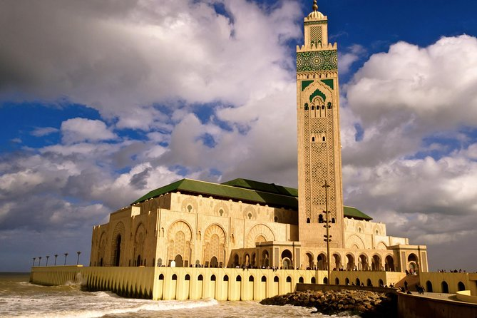 Explore Casablanca, in the most memorable Half-day Tour. As one of the most detailed tour of all Casablanca in a typical morning, by an air conditioned Car/Minivan Chauffeured experience, discover its famous monuments.<br><br>Enjoy your English speaking Chauffeur description and comments for each view and sight, admire Casablanca's main attraction, including Rick's Coffee, Hassan II Mosque, Corniche Ain Diab, Modern city, Royal Mohamed V place and a local food Market.