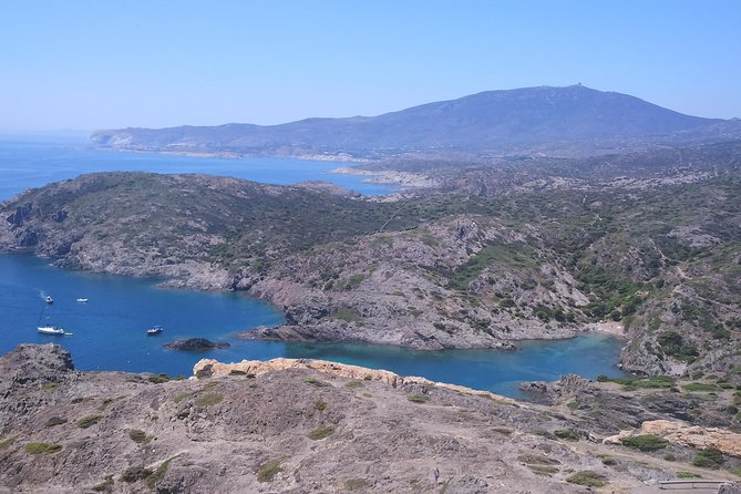Cadaques, St Pere de Rodes Monastery + Tasting Wines small group from Girona, Girona, ESPAÑA