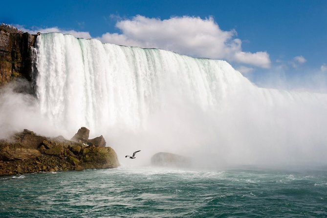 All Inclusive: Toronto to Niagara Falls Bus Tour with Hornblower Boat and Lunch, Toronto, CANADA