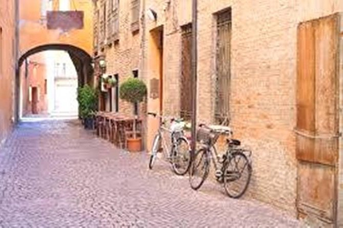 Ferrara Tour of Must-See Attractions with Local Top Rated Guide, Ferrara, ITALIA
