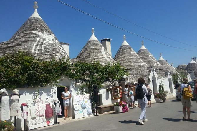 With our walking tour you will have the opportunity to visit Alberobello with a local expert guide who knows the most important places and the history of the city.