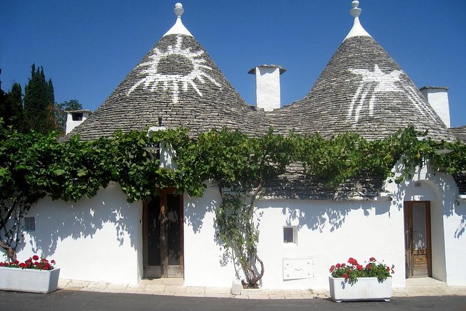 Private walking tour in Alberobello with a multilingual tour guide that will lead you to discover the capital of Trulli, Unesco world heritage site